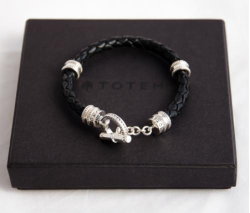 Стильный браслет из стерлингового серебра в подарочной упаковке