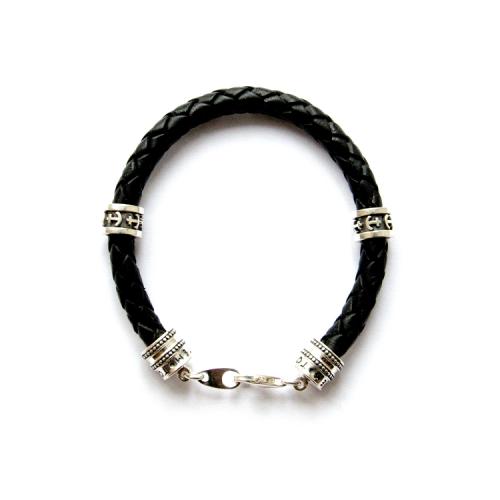 Браслет с символами на черном кожаном шнуре